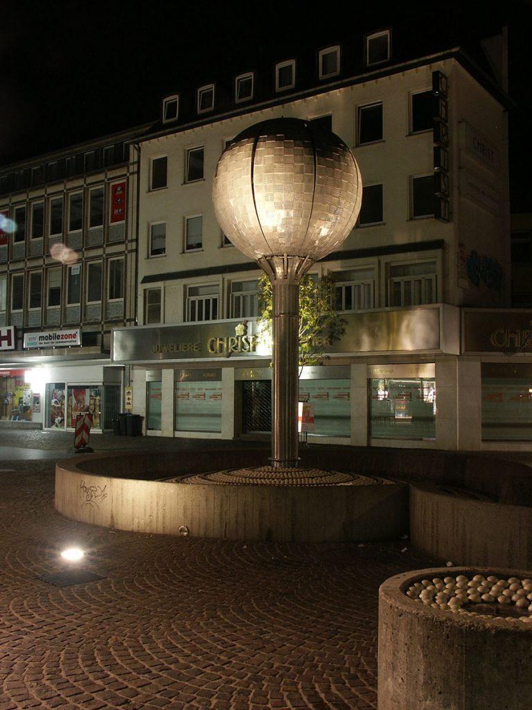 Kugelbrunnen, Adalbertstraße